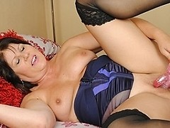 Sexy British lady gets her pussy wet