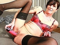 Horny mature slut goes crazy on her toys