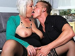 Chubby mature woman fucking and sucking