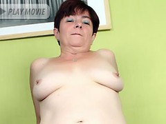 Grandma Simone gives her fuckbuddy a taste of her expert blowjob and got fucked with gusto